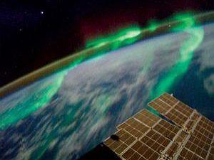 Дэвид Сайбек, эксперт NASA по космической погоде: «В 2012 году жители планеты испытают на себе сильнейшие геомагнитные бури, увидят самые яркие полярные сияния и зарегистрируют самые сильные волнения в радиационном поясе Земли».