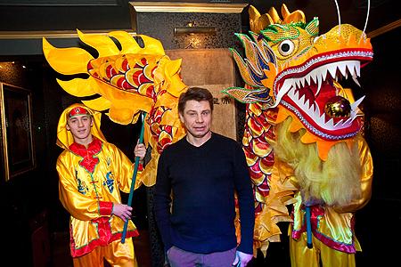 Фронтмэн группы «Табула Раса» Олег Лапоногов пришел на день рождения один из первых.