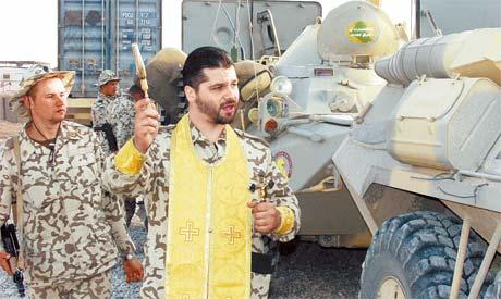 Отец Лука в Ираке освящал и солдат, и бронетранспортеры перед выходом на боевое задание.