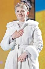 Коса Юлии Тимошенко уже стала символом эпохи.