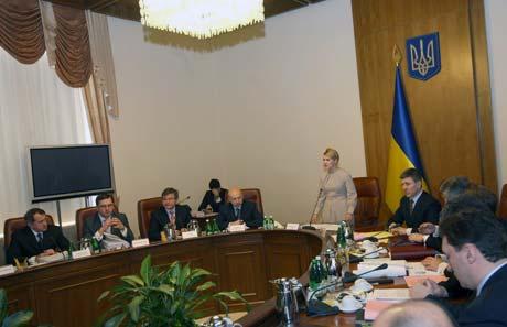 Одно из последних заседаний правительства Тимошенко. Теперь в этих креслах сидят другие министры.