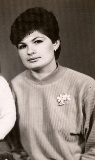 На этой фотографии я - молодая мама (дочке 1 год) и молодой специалист.
