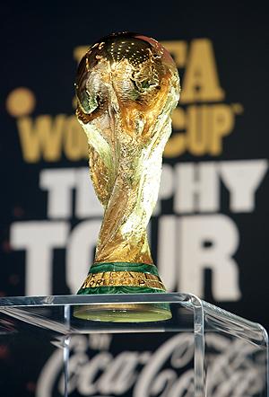 Мечта всех футболистов мира погостит в Донецке.