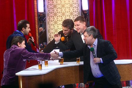 Цекало и Ургант оценили рэп в исполнении украинских телеведущих.
