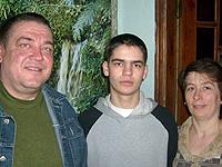 Семья Бульмага: Николай и Виктория с сыном Андреем, которого они считают неродным.