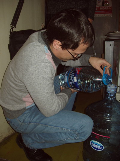 Запасы воды за два дня истощились и в школах, и в больницах. Фото с сайта www.live-nn.ru