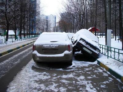 3 - В Днепропетровске за порчу машин на платных стоянках платить будут страховщики.