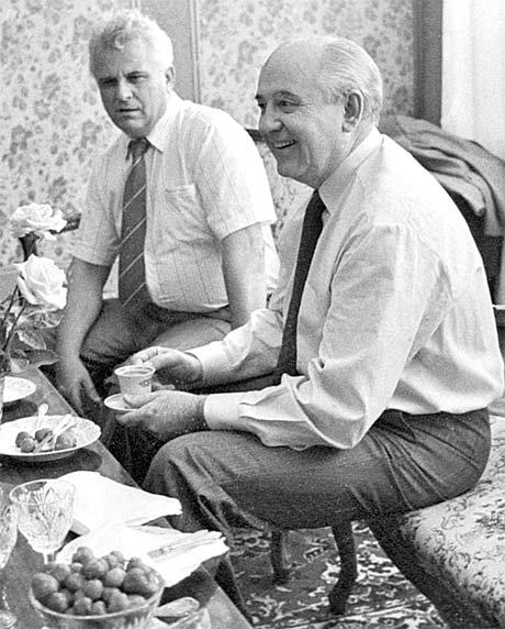 Президент СССР Михаил Горбачев навестил в Киеве Председателя Верховной Рады Украины Леонида Кравчука жарким летом 1991 года, которое закончится путчем и отстранением «прораба перестройки» от власти.