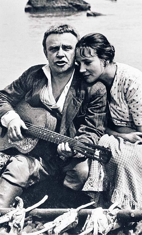 Ролан Быков и Елена Санаева - одна из самых красивых пар в советском кино. Фото из архива Павла Санаева.