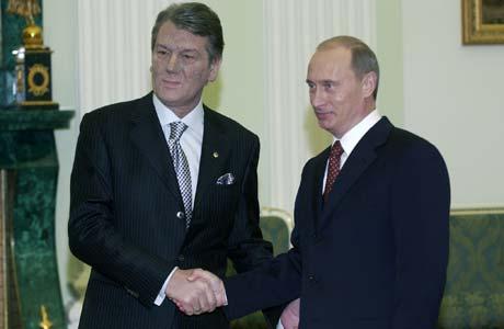 Слишком яркие галстуки и полосатые костюмы, которые любил Ющенко, специалисты считают не вполне совместимыми с имиджем президента.