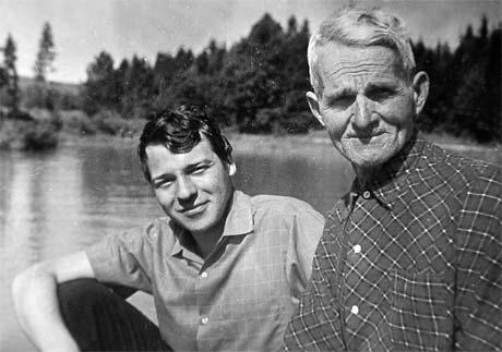 Отец Дмитрия Гнатюка с внуком Андреем, сыном певца. Мама Гнатюка умерла в 1962 году, отец - в 1984-м.