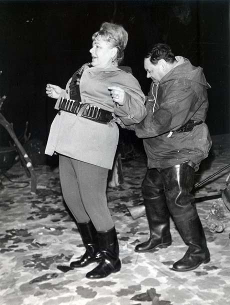 Нонна Копержинская и Владимир Дальский в спектакле «Пора жовтого листя» (70-е годы).