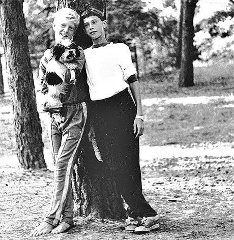 Костя Еременко (слева) и Вова Кныш в пионерском лагере. Обоим по 12 лет.