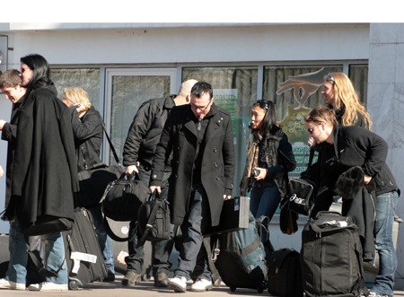 Группа Apocalyptica, музыканты и персонал. В середине Пааво, слева Пертту