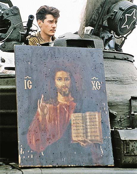 Август 1991 года, путч. Икона армии от народа - в благодарность за отказ стрелять в него...