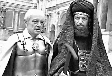 Гафт сыграл Каифу (слева – Кирилл Лавров в роли Понтия Пилата).