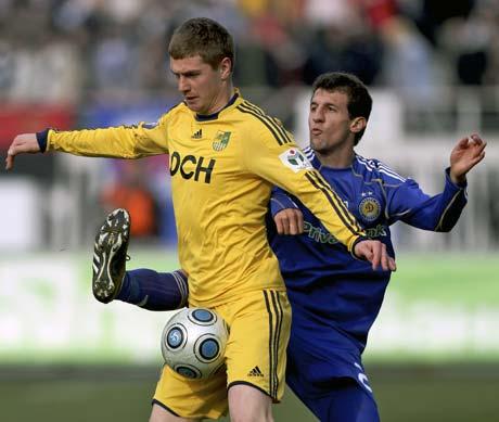 Динамовский бразилец Данило (справа): - Чтобы деньги не терять, надо мяч мне отобрать!