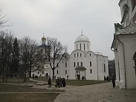 На Пасху к древним храмам Чернигова едут паломники со всей области.