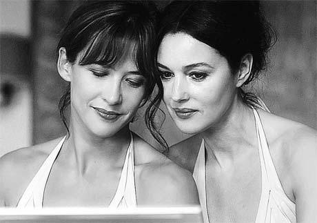В фильме «Не оглядывайся» Софи Марсо (слева) плавно мутирует в Монику Беллуччи.