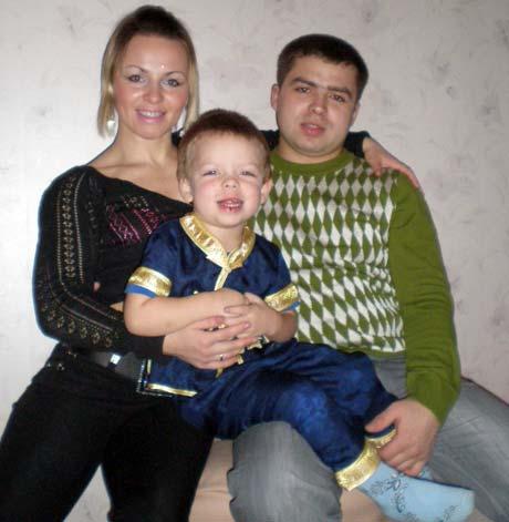 Ирина Мерлени вместе с мужем Андреем и сынишкой Артуром освятит кулич, писанки и колбасу.