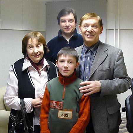 Эдуард Анатольевич с женой Зоей Александровной, сыном Дмитрием и внуком Эдиком.