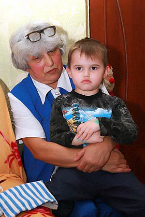 Клавдия Михайловна готова на все, лишь бы не забрали Арсения в детдом.