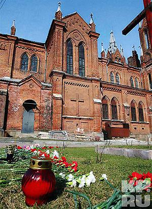 Католический костел в Смоленске. Фото: Владимир ВЕЛЕНГУРИН.