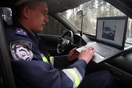 На дисплее компьютера, который установят в каждой патрульной машине, инспектор сможет видеть, что происходит в полутора километрах от него.