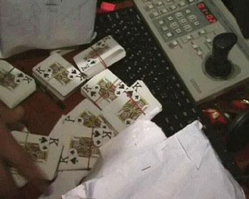 Оперативники засняли «инвентарь» и суточную выручку подпольного казино.