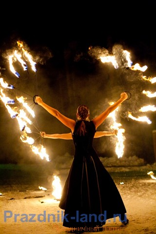 Огненные шоу уже стали в Днепропетровске традиционными.