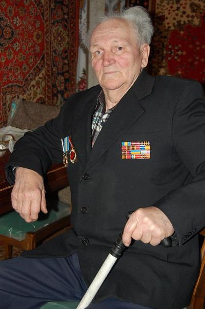 Во время войны Степан Иванович переправлял через Днепр советским солдатам винтовки и взрывал немецкие составы.Фото автора.