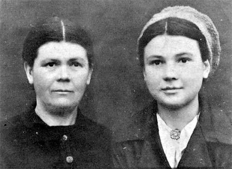 Первое в жизни фото сделано в 1944 году: вместе с мамой, Евгенией Трифоновной, они пережили в Кировограде фашистскую оккупацию.