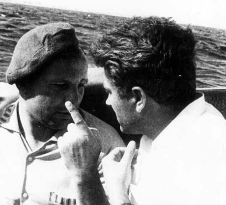 Гагарин любил порыбачить в Крыму (на фото - в лодке с Валентином Петуновым).