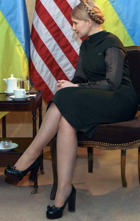 Тимошенко уже знает, что у Шанель в новом сезоне к платформе приделали толстый устойчивый каблук.