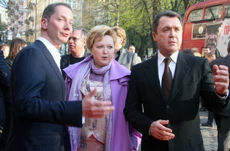 Президент Украинского медиа-холдинга Борис Ложкин и гуманитарный вице-премьер Владимир Семиноженко обсуждают третью часть картины. Ее премьера планируется на сентябрь.