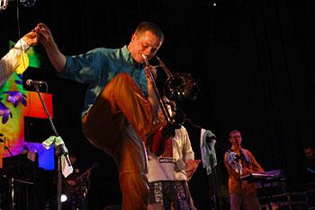 Тромбонист Сережа умеет играть и ногами!