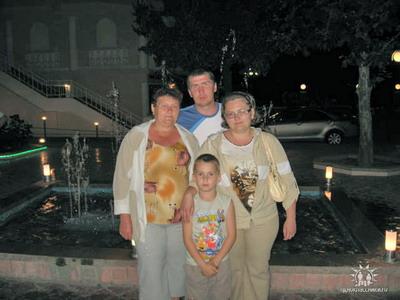 Вся семья Песковатских, кроме бабушки (на фото слева), погибла в страшной аварии.