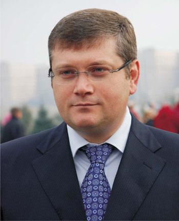 Александр Вилкул первым поставил электронную подпись