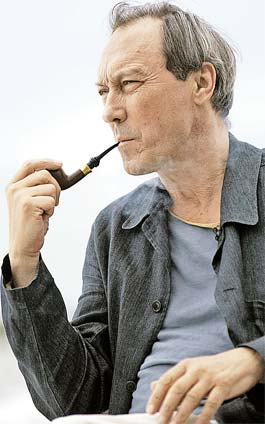 Янковский курил трубку 40 лет, не расставаясь с ней ни на сцене театра, ни в кино.