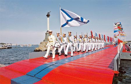 Моряки Черноморского флота РФ ждут, сумеют ли украинские политики решить их судьбу.
