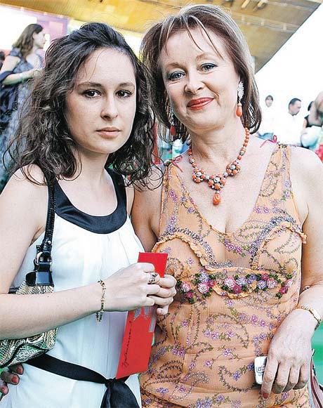 Лариса Удовиченко любит проводить свободное время с дочкой Машей (на фото слева). Фото Photoxpress.
