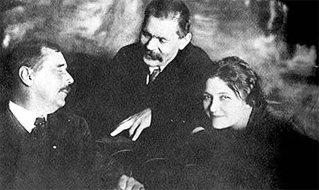 Мура Закревская (дочь Игнатия Закревского) была музой Горького (в центре) и Уэллса.