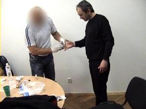 Задержанный вор в законе Углава еще не знает, что в тюрьме его приостановят по SMS.