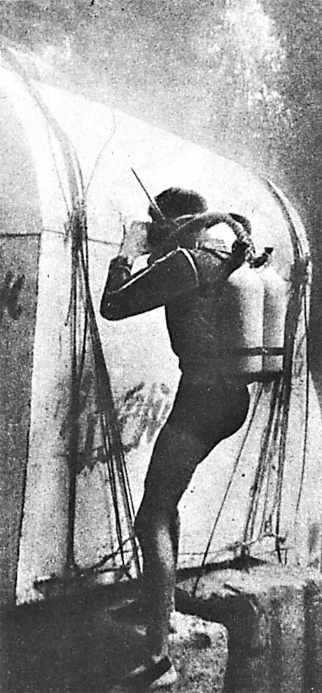 Первый в СССР подводный дом – белый стальной ящик с надписью «Ихтиандр-66».