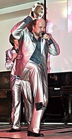 Вячеслав Рубель в «ManSound» отвечает за бубен, имитацию звуков разных инструментов… и сало