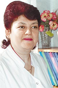 Татьяна Прокопенко сдает кровь для своих пациентов.