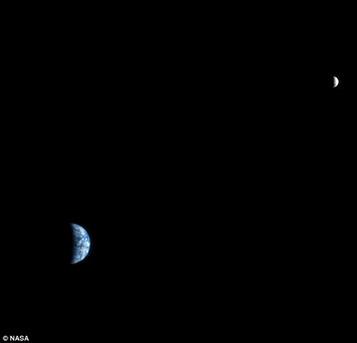С орбиты Марса хорошо видно: Земля явно обитаема Фото : NASA