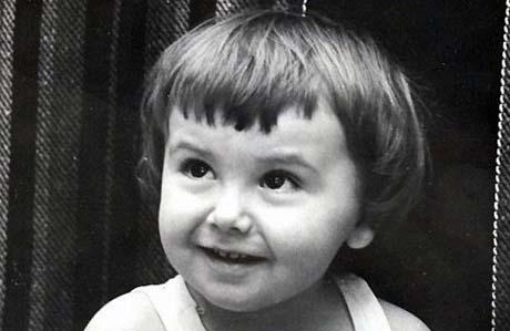 С раннего детства бабушка- педагог приучила Славика к чтению. Он и сейчас читает на ночь... лекции по физике.