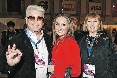 Владимира Винокура с женой (справа) часто мирит дочь Настя (в середине). Фото PHOTOXPRESS.