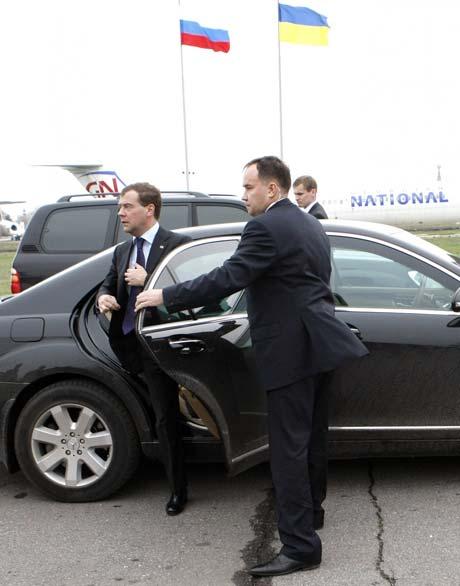 Медведев впервые приезжает в Киев в качестве президента.